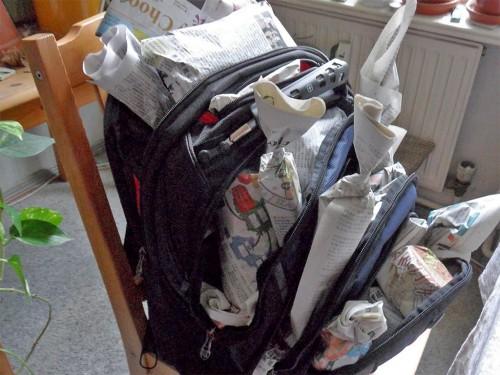Mit Geschenken gefüllter Rucksack